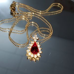 NR Red stone pendant with chain. Gold tone